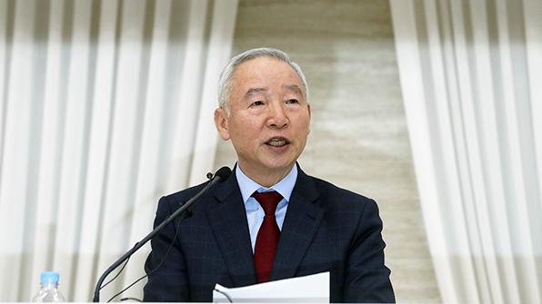 남재준, 대선후보 사퇴…'홍준표 지지'