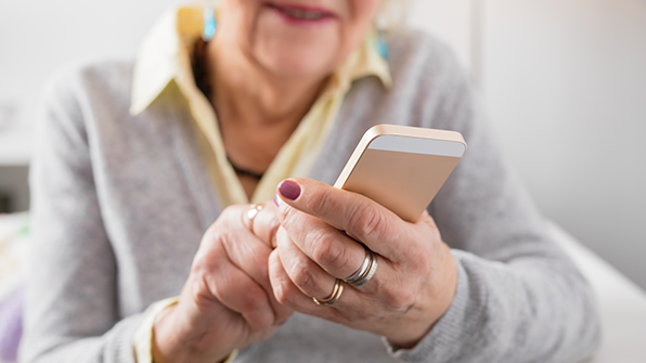 고령층, 스마트폰 뉴스 가장 많이 본다…청·장년층의 1.4배