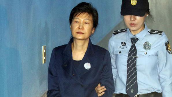 법원, 박근혜 전 대통령 구속 연장 여부 오늘 오후 결론