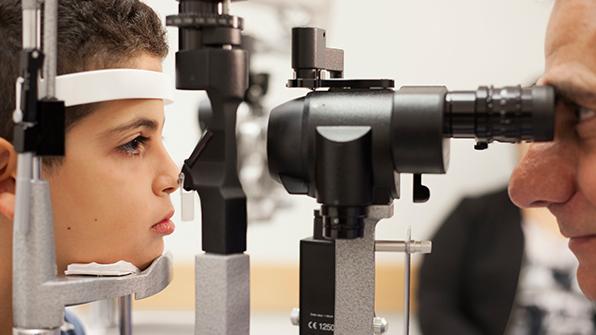 유전성 시력상실 개선할 첫 유전자 치료, 美FDA 승인 눈앞