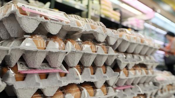 대형마트 3사, 할인판매 끝내고 달걀값 일제히 올려