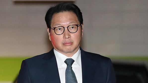 '이혼 조정' 최태원 SK 회장 출석·노소영 관장 불출석…10여분 만에 끝나