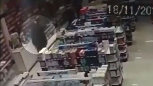 [고현장] 아들 안고 강도와 총격전 벌인 경찰 아빠