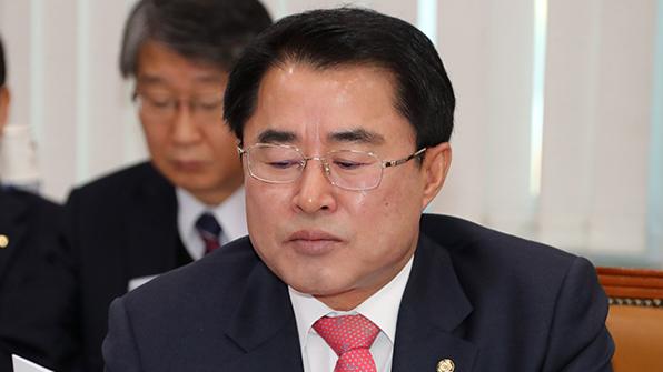 """최경환 """"특활비 뇌물 받은 적 없어…정권, 야당 우습게 알아"""""""