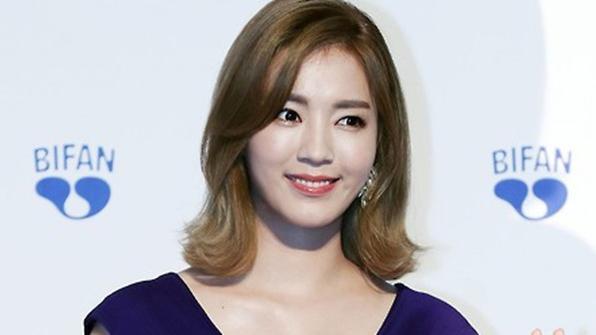[K스타] '야구 여신' 정인영, 8살 연상 사업가와 29일 결혼