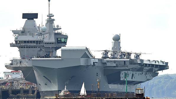 """""""해상 군사도시"""" 영국 슈퍼 항공모함 공식 취역"""