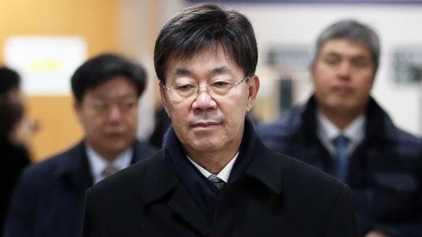 """'돈봉투 만찬' 이영렬 1심 무죄…""""김영란법 위반 아냐"""""""