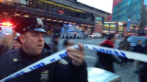 美 맨해튼 중심가서 '폭탄 테러'…용의자 포함 4명 부상