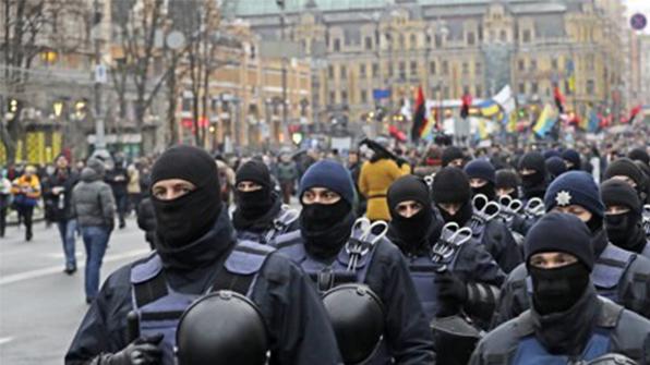우크라서 동부지역 재통합 법안 채택 요구 시위…경찰과 충돌