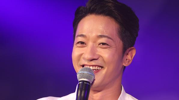 [K스타] 알렉스 '품절남' 합류…9살 연하 사업가와 27일 결혼