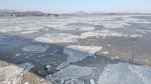 강화도 여객선 섬 운항 재개…앞바다 유빙 녹아