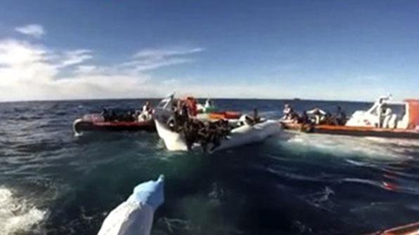 리비아 난민트럭 전복…최소 19명 사망, 100여명 부상