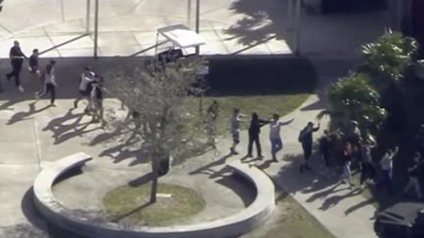 """외교부 """"플로리다 고교 총기 난사 관련 한인 피해신고 아직 없어"""""""
