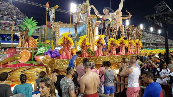 """[특파원 리포트] """"삼바 카니발은 모두의 기쁨""""…계층 관계없이 즐기는 축제"""