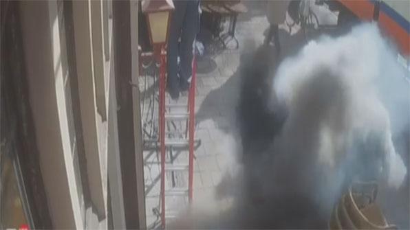 [고현장] 땅 뚫고 치솟는 불길…작업 중이던 인부 덮쳐
