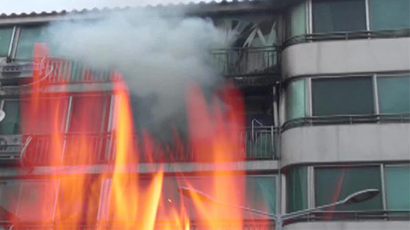 서울 이태원동 4층 건물서 불…14명 대피