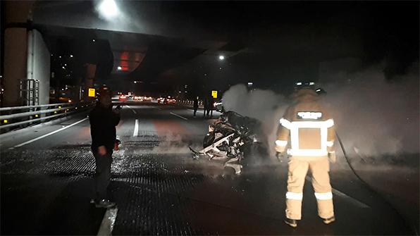 광안대교서 승용차 추돌사고…4명 경상, 차량 전소