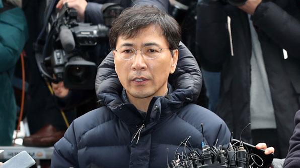 검찰, '성폭행 의혹' 안희정 내일 오전 10시 소환 통보