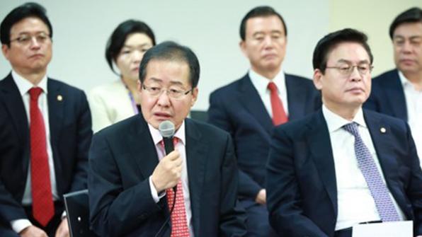 한국당, 文 정부 대북·경제 정책 잇따라 비판