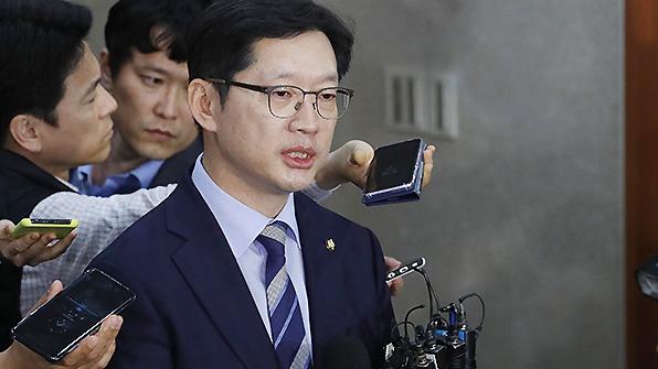 """靑, 김경수 '필요시 특검 수용'에 """"입장 없다"""""""