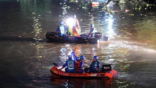 중국서 용선 경주 연습중 2척 전복…17명 사망
