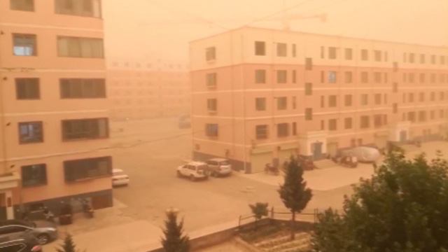 [고현장] 위협적인 중국 모래폭풍 포착…'순식간에 암흑'