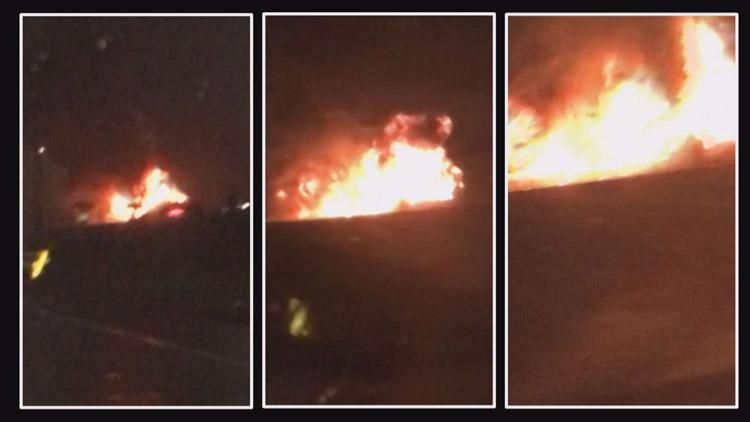 [고현장] 고속도로 달리던 공항버스서 불…빗속에서 '활활'