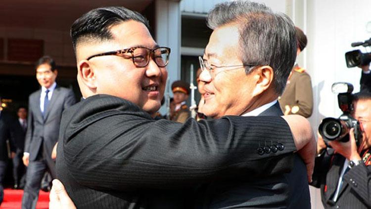 """[전체 영상] """"세 차례 꽉 끌어안아"""" 남북 깜짝 두 번째 정상회담"""