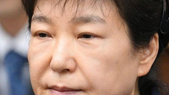 검찰, 박근혜 '국정원 특활비·공천개입' 징역 15년 구형