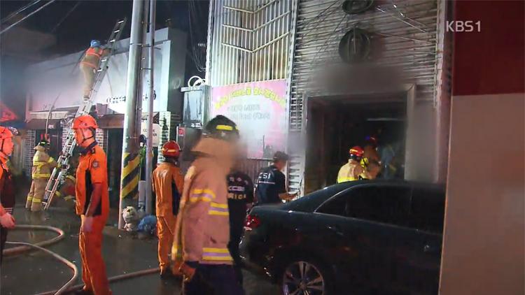 '술값 시비에 방화'…군산 주점 화재로 33명 사상