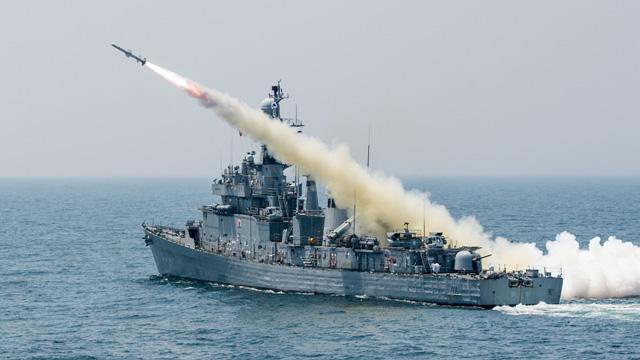 해군 마산함 '탄약 해체작업' 중 폭발 사고…부사관 1명 사망