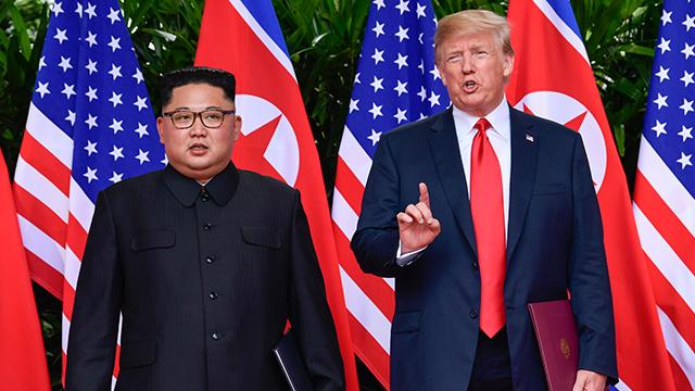 """트럼프, 대북제재 1년 연장…""""北 위협 계속"""""""