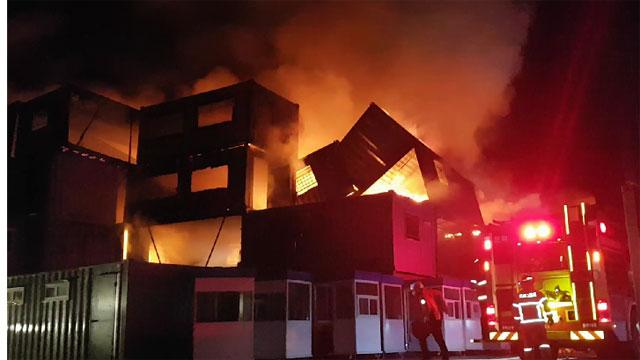 원주 컨테이너 야적장서 불…450여 동 불타
