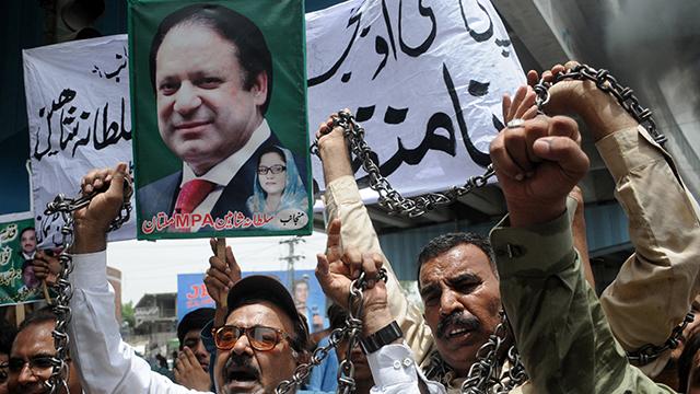 파키스탄 샤리프 전 총리 부녀, 귀국 직후 체포