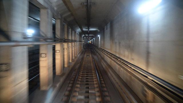 달리는 지하철 위에 조는 기관사?…또 다른 '지옥철'의 세계