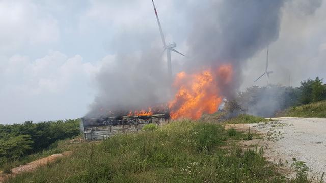 경남 거창 감악산 풍력발전 시설 화재…30억 원 피해