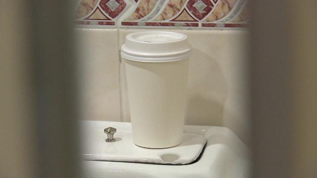 """[취재후] 주민센터 여자 화장실의 수상한 컵 """"그게 몰카였다니…"""""""