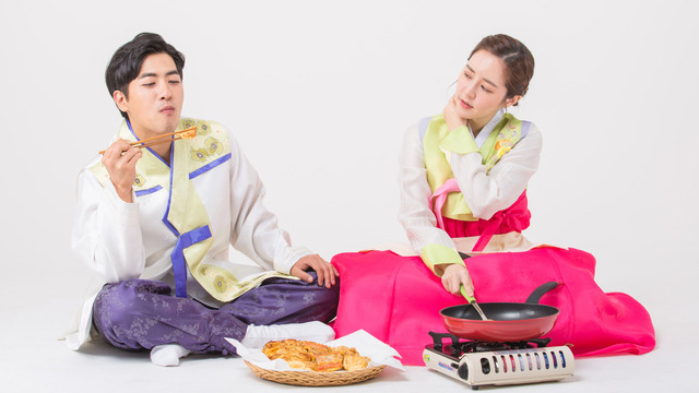 """""""애미야 상 차려라"""" """"남자가 어딜 주방에""""…명절 성차별 1위 '가사노동'"""