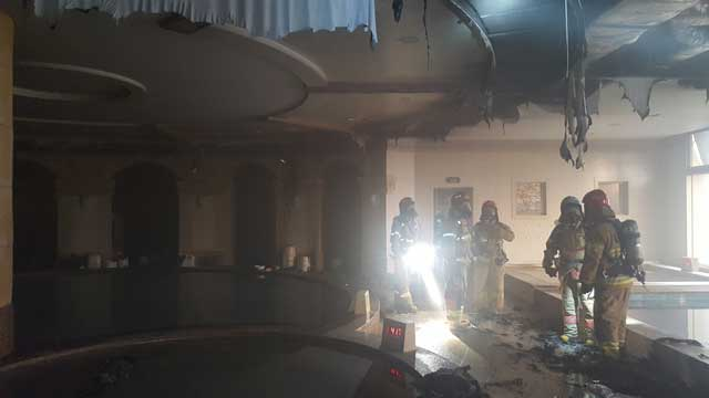 [현장 사진] 김해 롯데워터파크 여자 목욕탕 불…70여 명 대피
