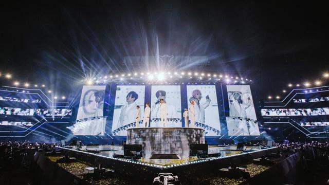 """H.O.T. 17년만의 콘서트…""""많이 기다렸지, 영원히 함께하자"""""""