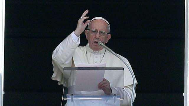 교황 만나는 文 대통령, 유럽行 기내에서 영화 '프란치스코' 추천