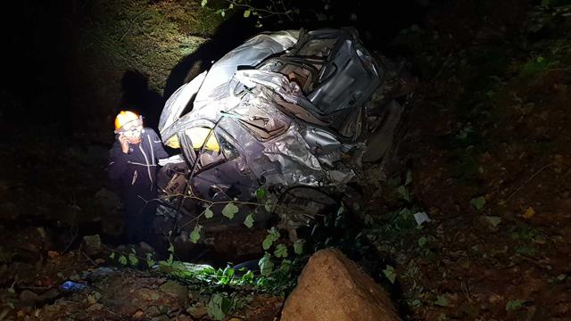SUV 300미터 절벽 추락…부부 사망