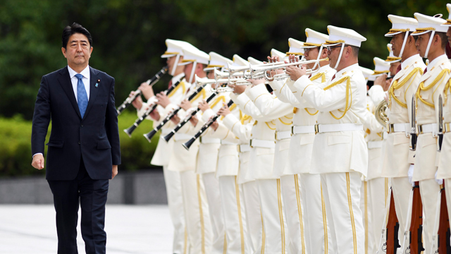 아베 日총리, 자위대 사열식에서 '개헌'의지 또 강조