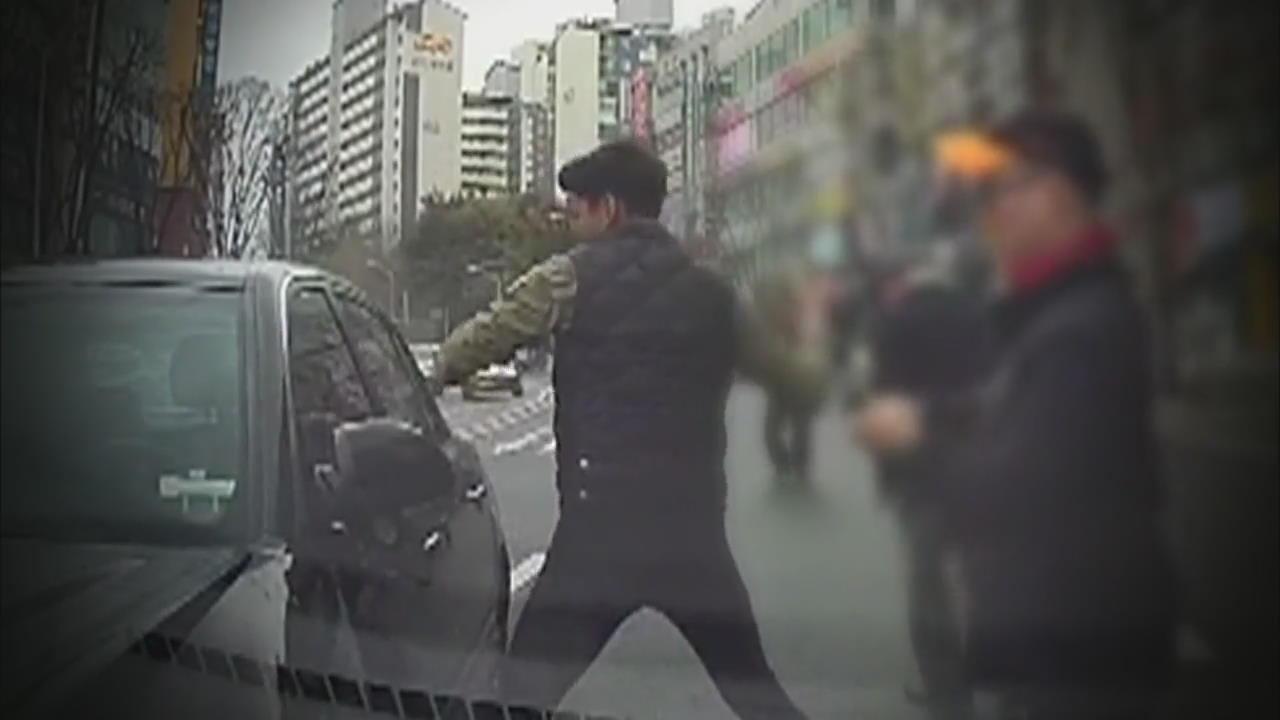 [뉴스 따라잡기] 도로 위, 버스 안…몸 던진 용감한 이웃들